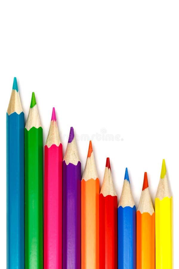 Grupo de lápis coloridos em um fundo branco, arranjo da onda imagens de stock royalty free
