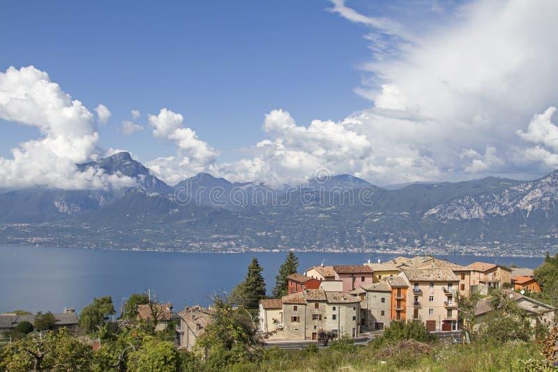 Grupo de la casa en San Zeno di Montagna imagenes de archivo
