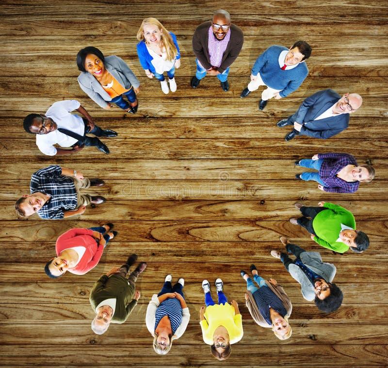 Grupo de la diversidad de hombres de negocios de la comunidad Team Concept foto de archivo libre de regalías