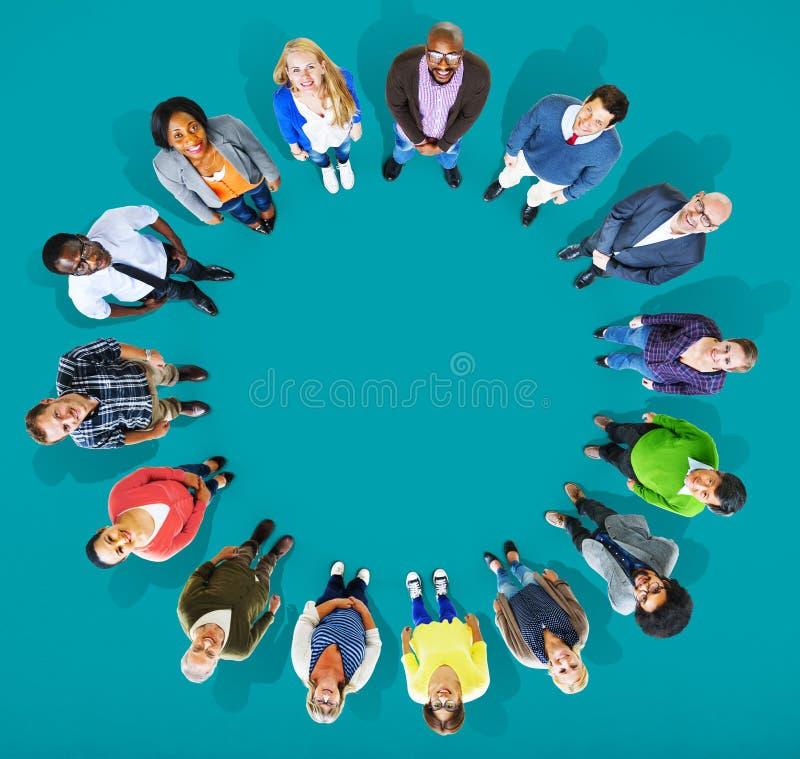 Grupo de la diversidad de hombres de negocios de la comunidad Team Concept ilustración del vector