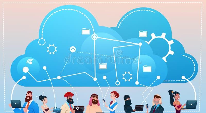 Grupo de la gente de la raza de la mezcla usando concepto social de la comunicación de la red de la base de datos de la nube de l libre illustration