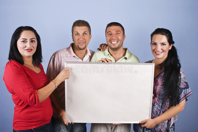 Grupo de la gente que sostiene una cartelera fotos de archivo libres de regalías