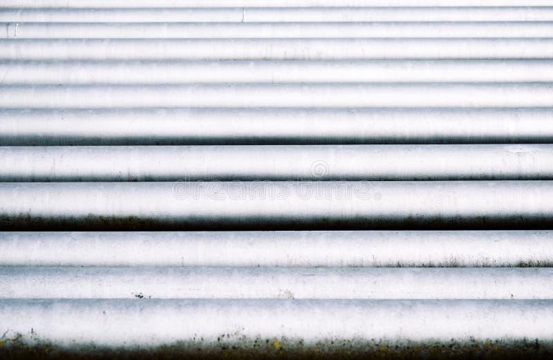 Grupo de la tubería en la estación del aceite imagenes de archivo