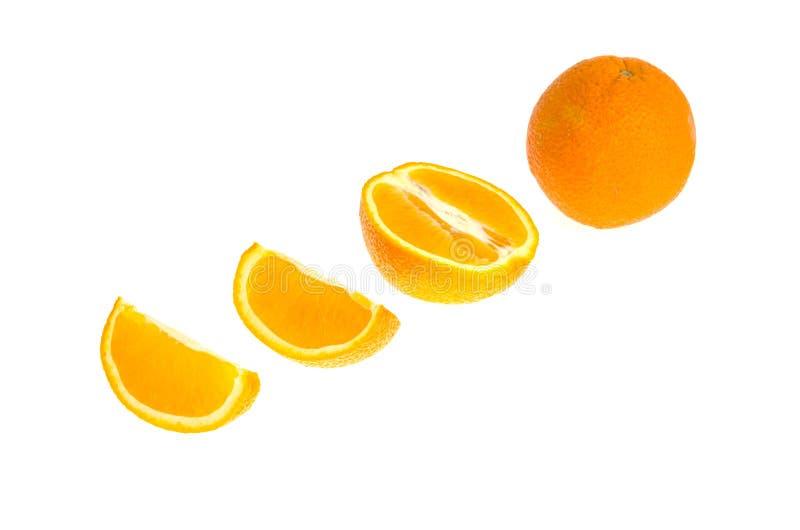 Grupo de laranja e de fatias frescas inteira e do corte isoladas no fundo branco fotografia de stock royalty free