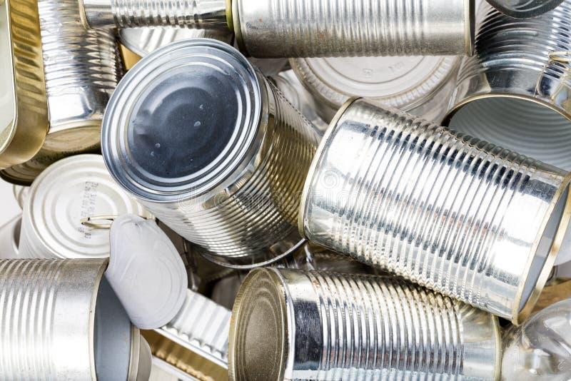 Grupo de lata de lata usada limpa no lixo foto de stock