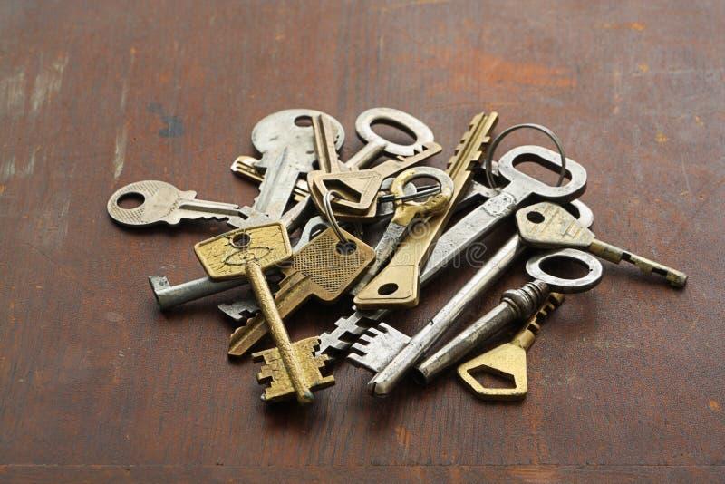 Grupo de llaves del vintage fotos de archivo