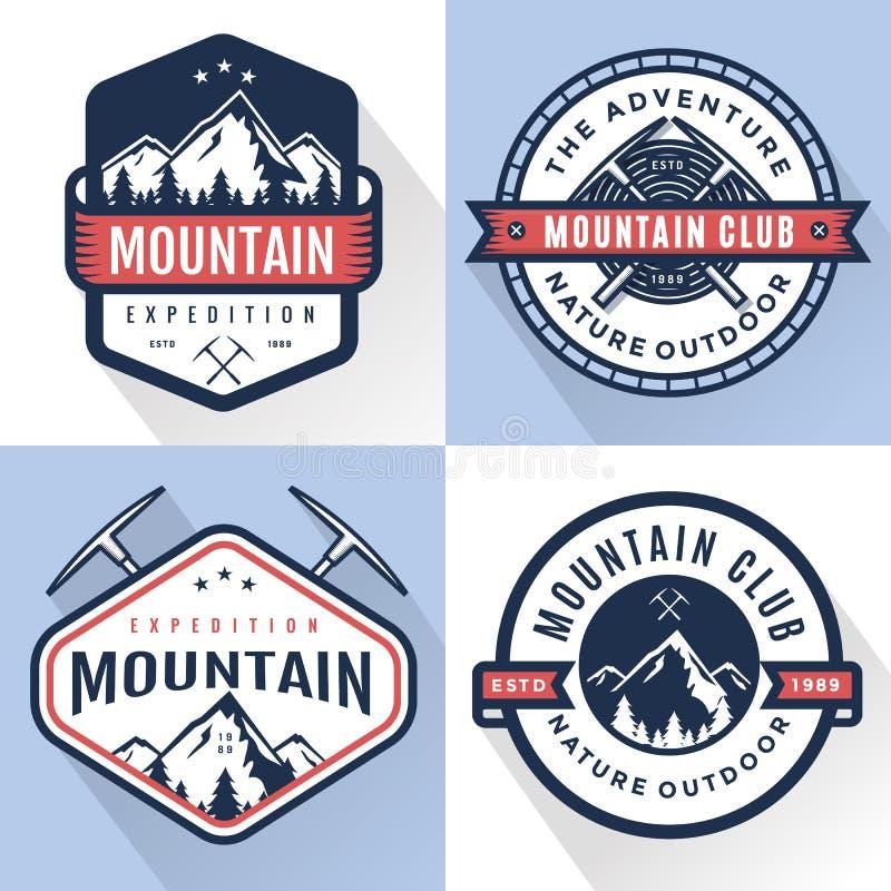 Grupo de logotipo, de crachás, de bandeiras, de emblema para a montanha, de caminhada, de acampamento, de expedição e de aventura ilustração royalty free