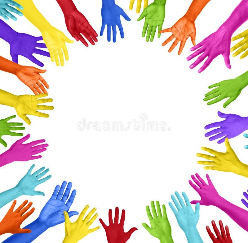 Grupo de mãos coloridas que formam o círculo fotografia de stock royalty free