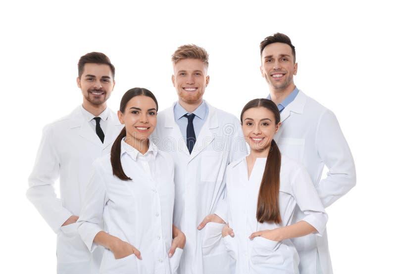 Grupo de médicos isolados Conceito da unidade imagem de stock
