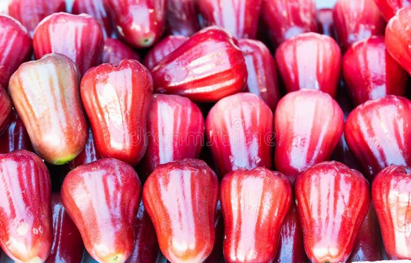 Grupo de ma?? cor-de-rosa vermelha fotografia de stock