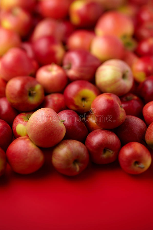 Grupo de manzanas rojas imagenes de archivo