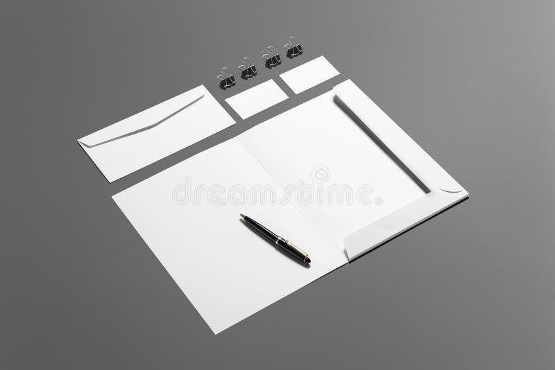 Grupo de marcagem com ferro quente dos artigos de papelaria vazios isolado no fundo cinzento, lugar com seu projeto fotografia de stock royalty free