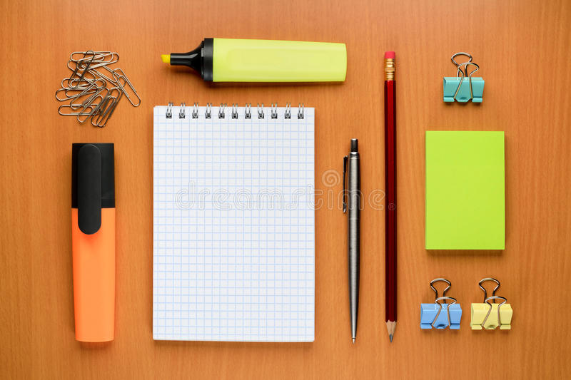 Grupo de materiais de escritório fotos de stock