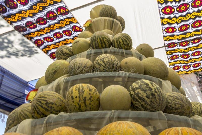 Grupo de melones dulces amarillos maduros frescos Melones del cantalupo para la venta en mercado fotografía de archivo libre de regalías