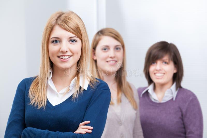 Grupo de meninas adolescentes dos estudantes imagem de stock royalty free