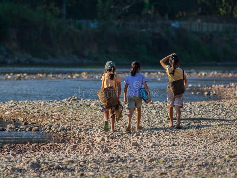 Grupo de meninas laotian imagem de stock