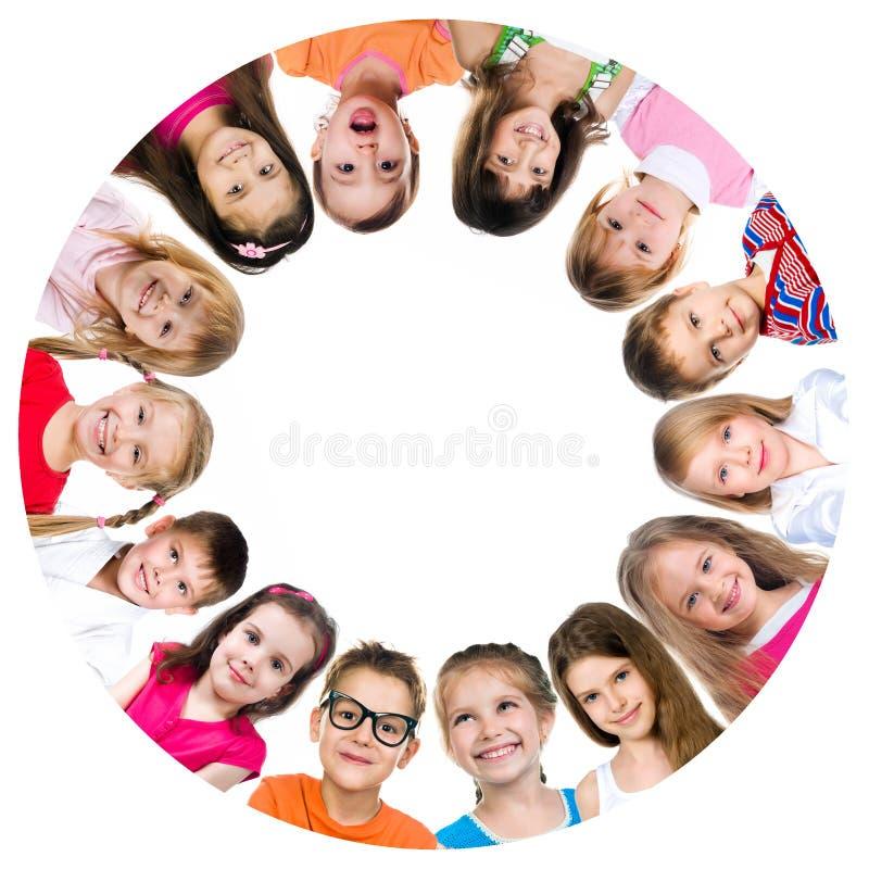 Grupo de miúdos de sorriso fotografia de stock