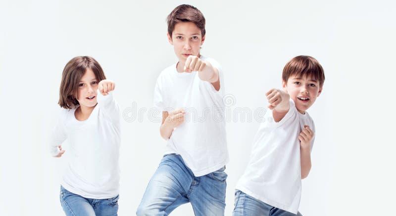 Grupo de miúdos de sorriso fotos de stock royalty free