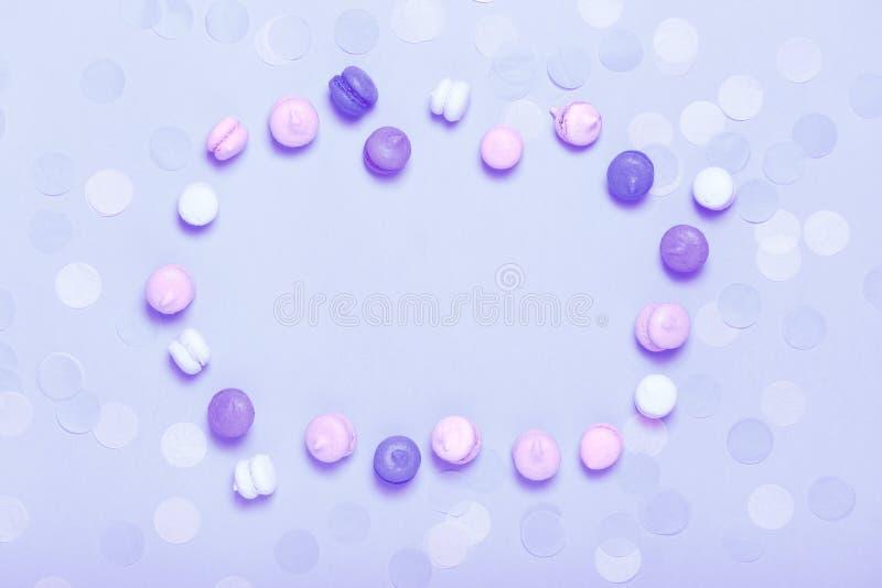 Grupo de mini macarons coloridos doces fotografia de stock royalty free