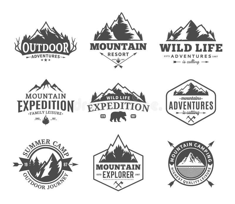 Grupo de montanha do vetor e de logotipo exterior das aventuras ilustração royalty free