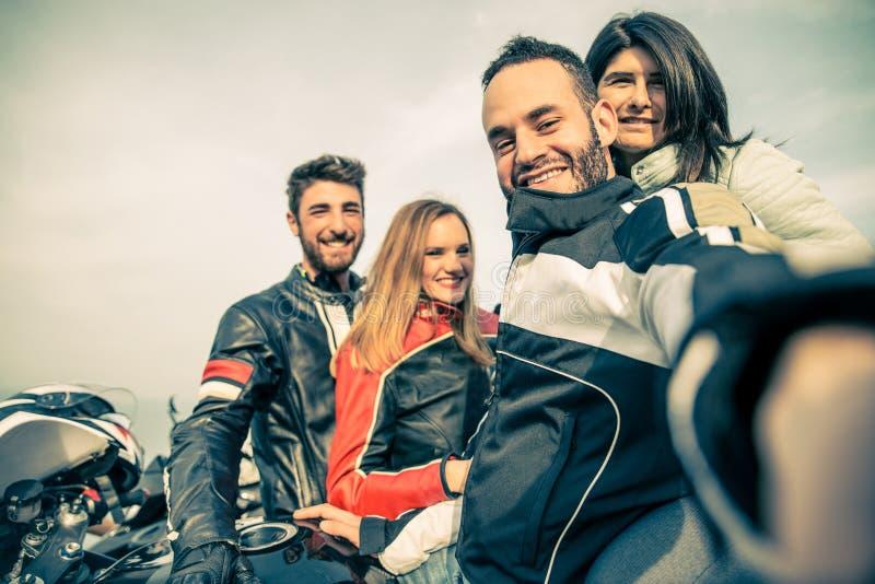 Grupo de motoristas que toman el selfie fotos de archivo libres de regalías