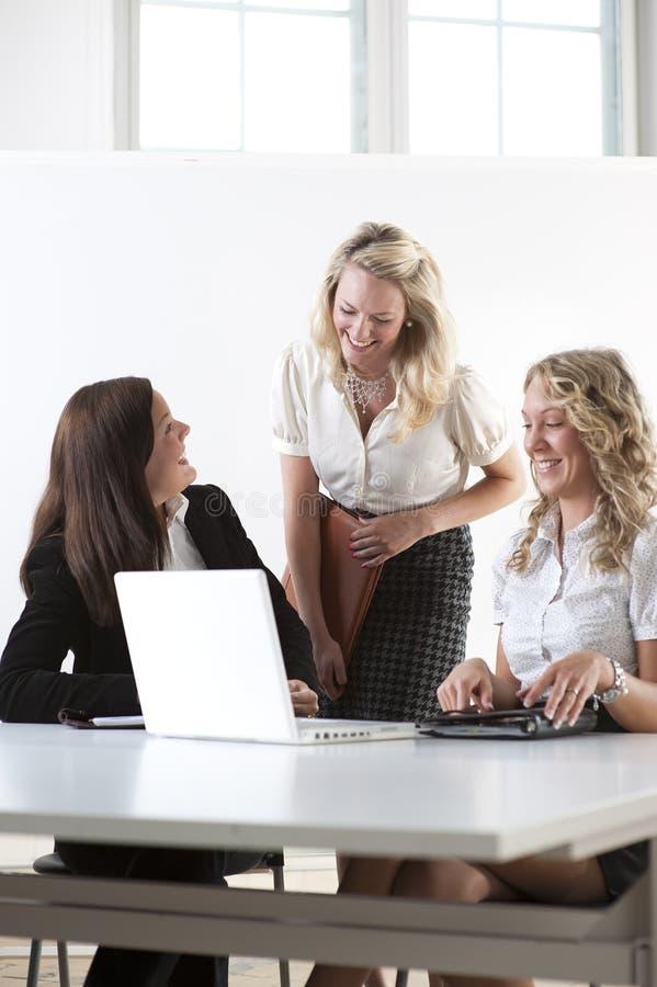 Grupo de mujeres de negocios fotografía de archivo