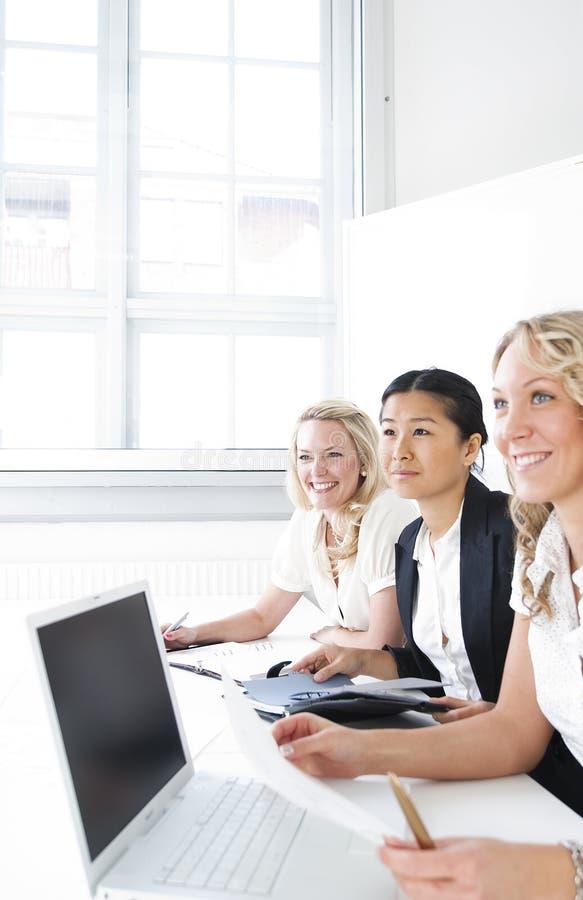 Grupo de mujeres de negocios foto de archivo libre de regalías