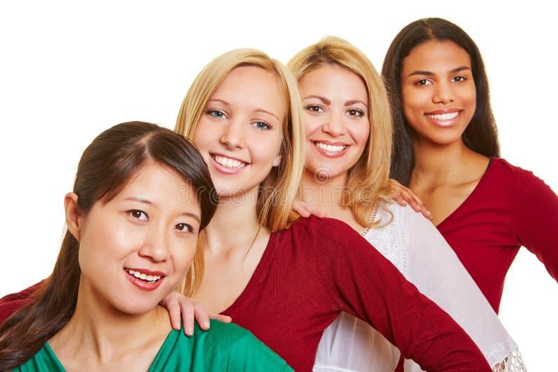 Grupo de mujeres felices en fila imagenes de archivo