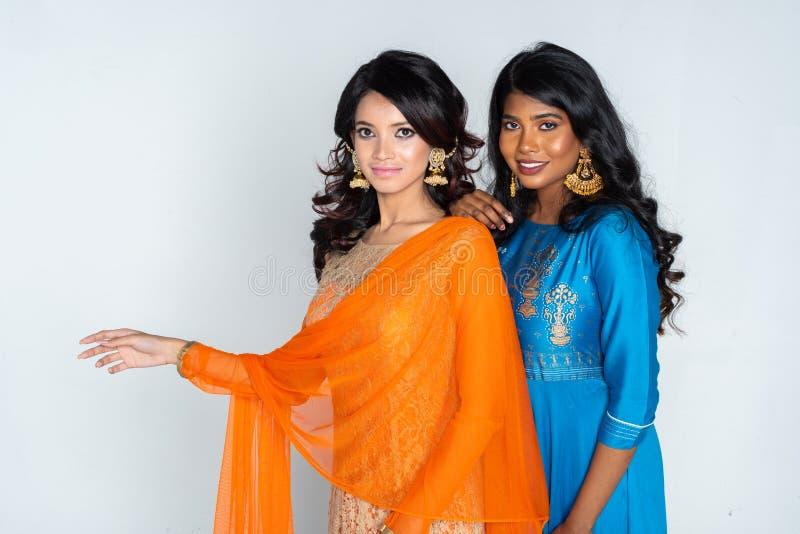 Grupo de mulheres indianas imagens de stock