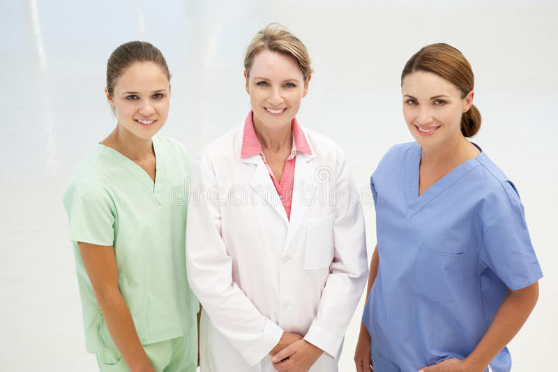 Grupo de mulheres médicas profissionais fotografia de stock royalty free