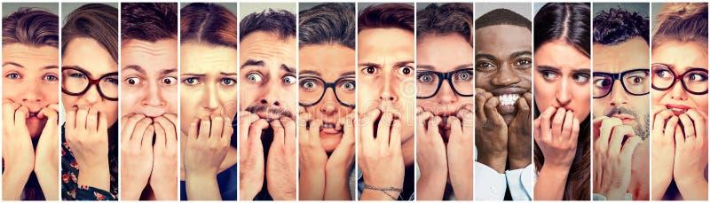 Grupo de nervioso penetrante de las uñas de la gente ansiosa multiétnica subrayado foto de archivo libre de regalías