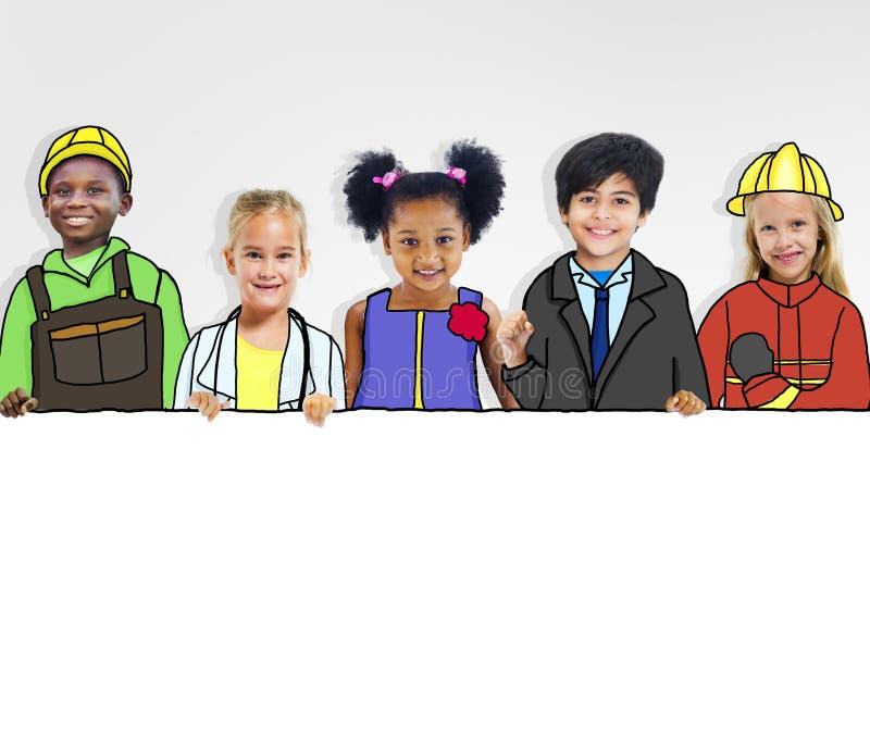 Grupo de niños con conceptos profesionales del empleo imagen de archivo
