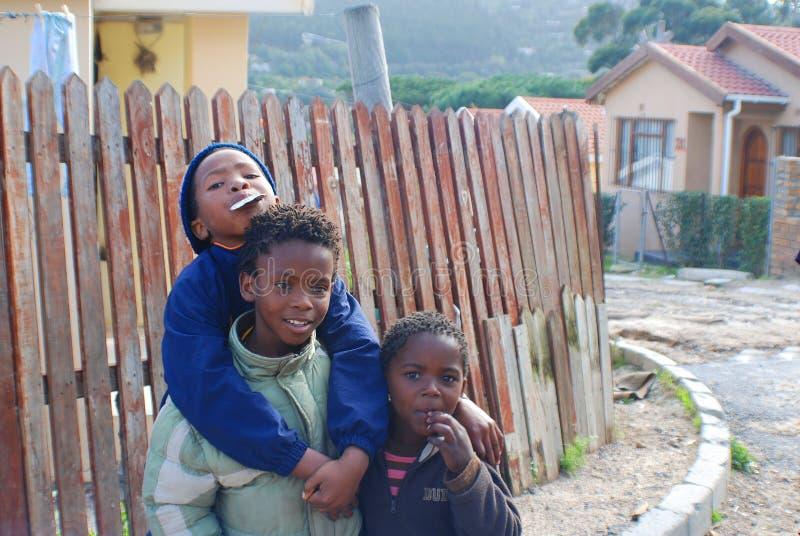 Grupo de niños jovenes imagen de archivo