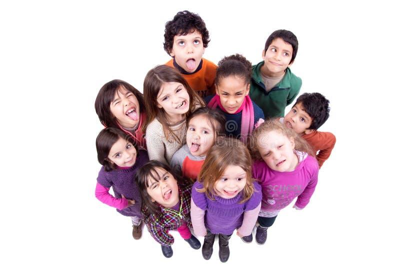 Grupo de niños que hacen caras fotos de archivo libres de regalías