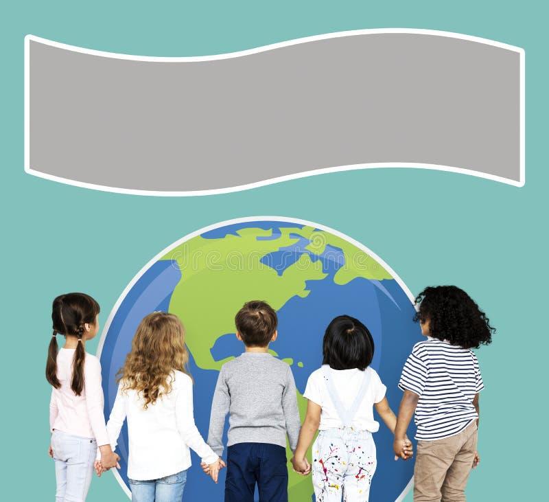 Grupo de niños que llevan a cabo las manos imagen de archivo libre de regalías