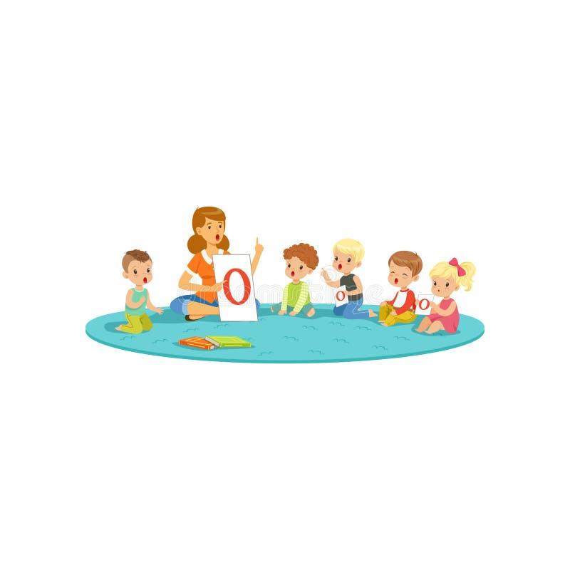 Grupo de niños que se sientan en la alfombra y que aprenden letras con el profesor Centro de desarrollo de los niños ilustración del vector