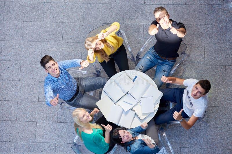 Grupo de opinión superior de los estudiantes fotografía de archivo