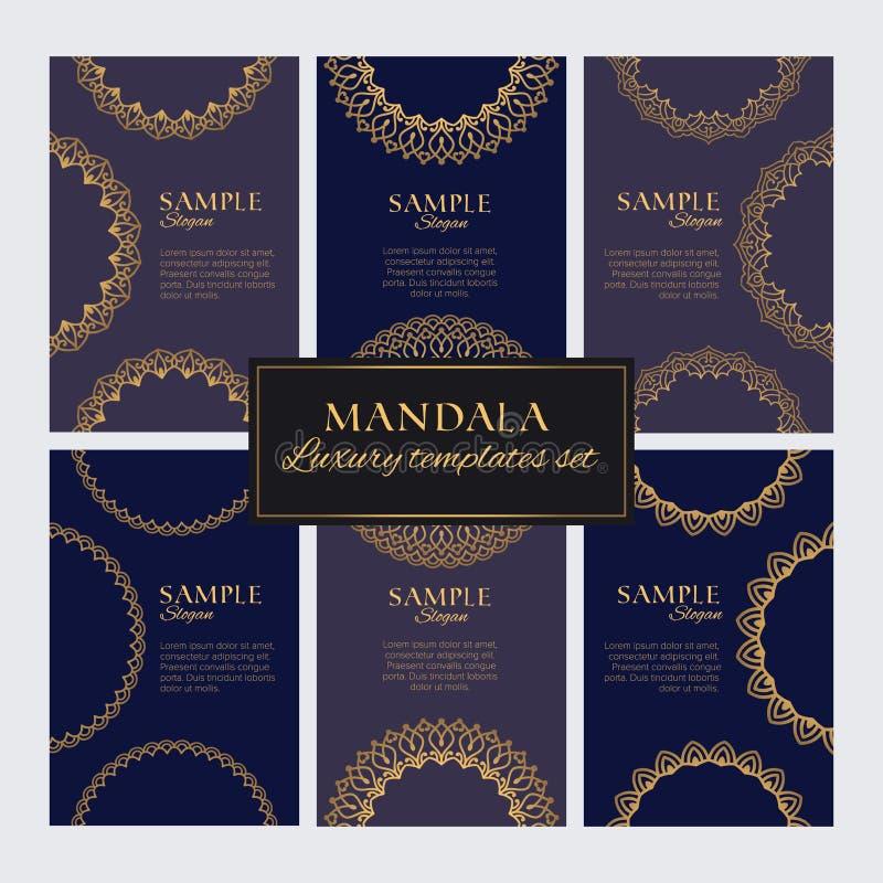 Grupo de ornamento, de testes padrões e de elementos orientais dourados luxuosos na obscuridade - fundos azuis ilustração royalty free