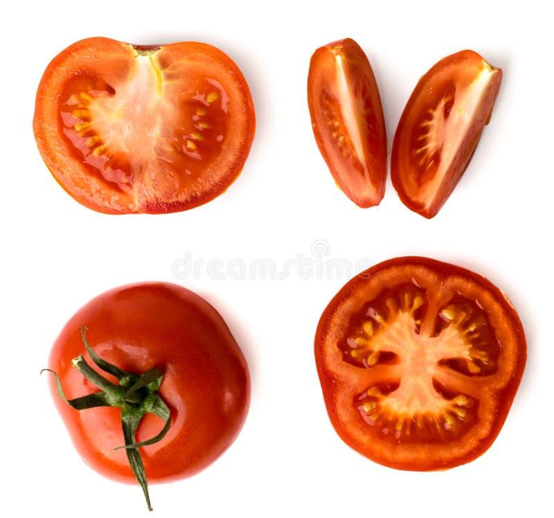 Grupo de partes diferentes do tomate vermelho em um branco, com máscara natural Vista superior imagem de stock