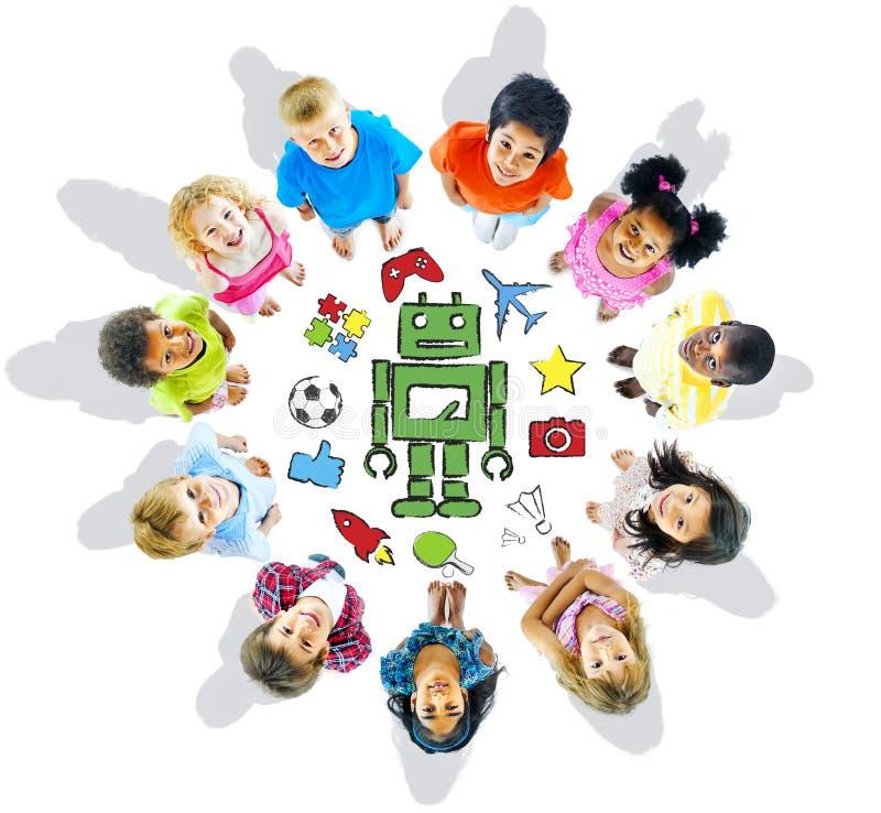 Grupo de passatempos diversos multi-étnicos das crianças imagens de stock