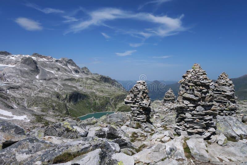 Grupo de pedras nas montanhas imagens de stock royalty free