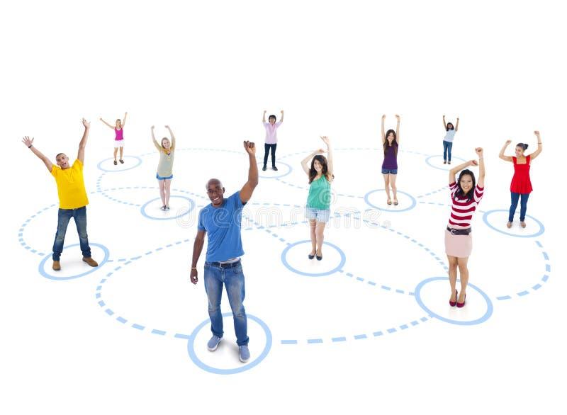 Grupo de personas con la red de la juventud imagen de archivo