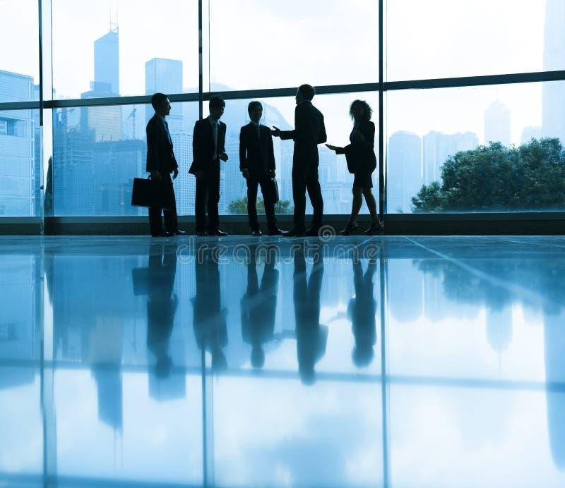 Grupo de personas con la reunión de negocios imágenes de archivo libres de regalías