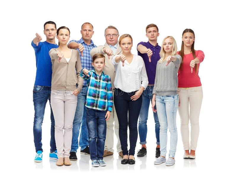 Grupo de personas que da los pulgares abajo fotografía de archivo libre de regalías