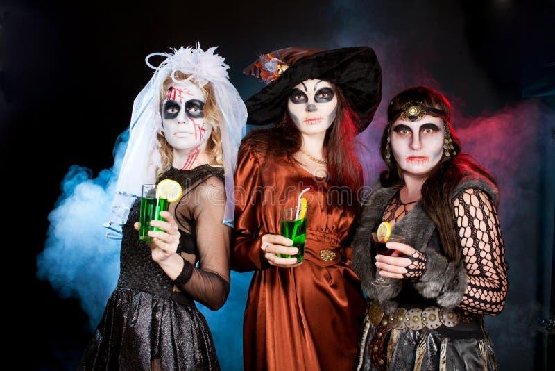 Grupo de personas que lleva para Halloween fotografía de archivo libre de regalías