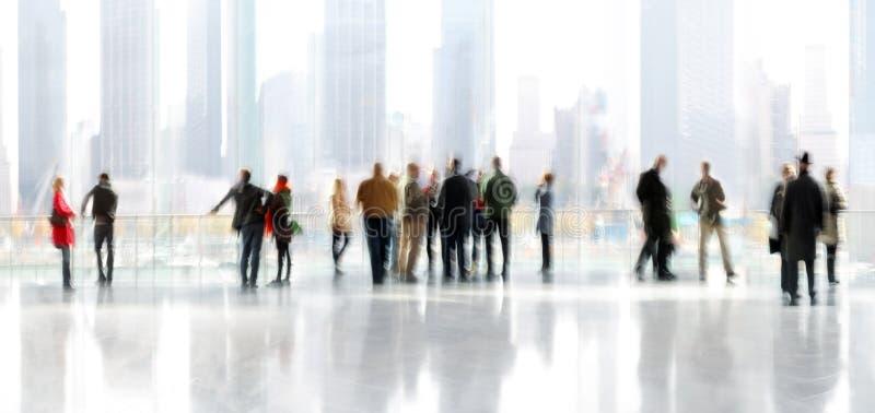 Grupo de pessoas no centro de negócios da entrada fotografia de stock royalty free