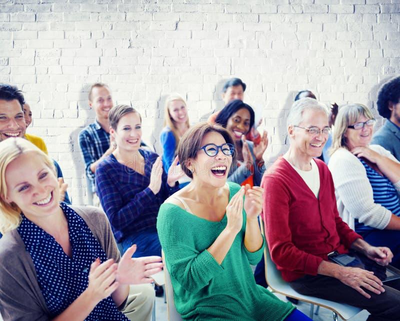 Grupo de pessoas no seminário fotos de stock