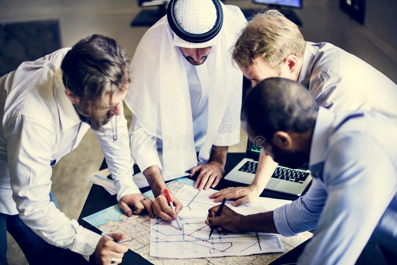 Grupo de planeamento do terrorista para o criminoso imagens de stock royalty free