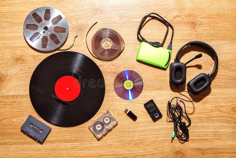 Grupo de portadores audio retros e modernos fotografia de stock royalty free