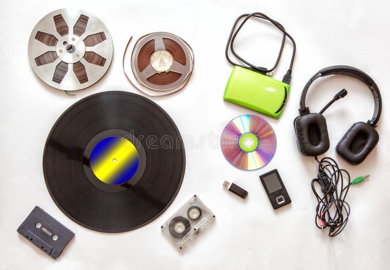 Grupo de portadores audio retros e modernos foto de stock royalty free